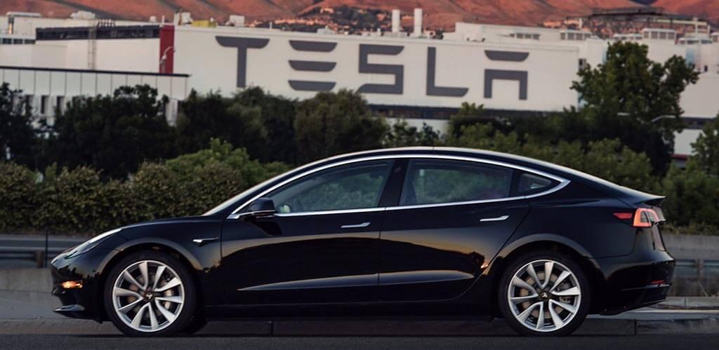 Tesla Model 3 - Elon Musk - férfimagazin