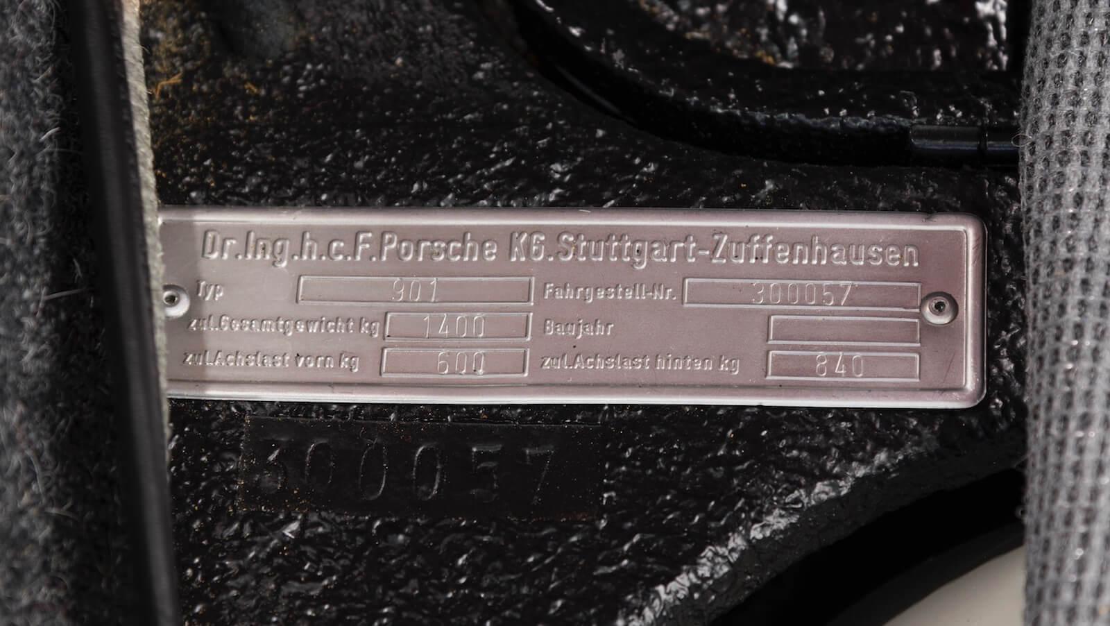 3-porsche-901-5
