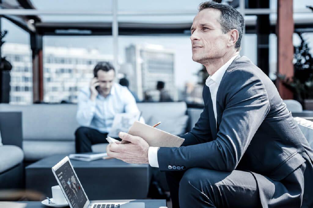 Vezető - üzlet - siker - férfimagazin