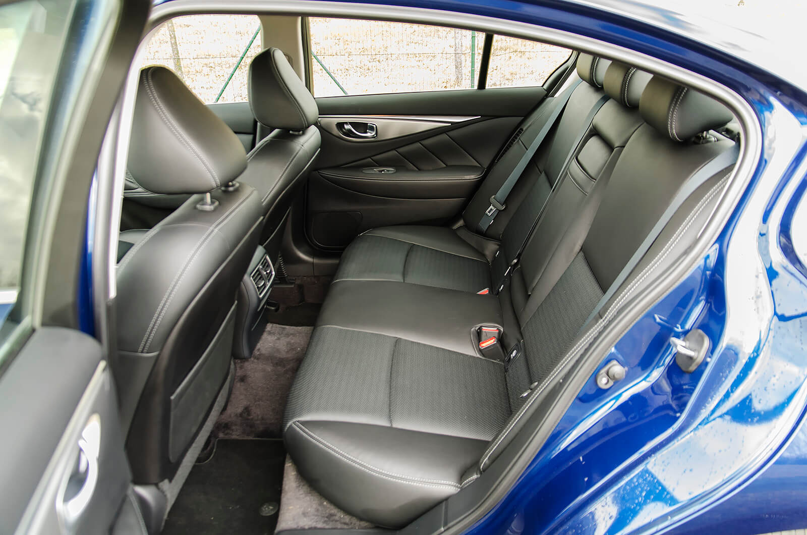 Infiniti Q50 Hybrid AWD