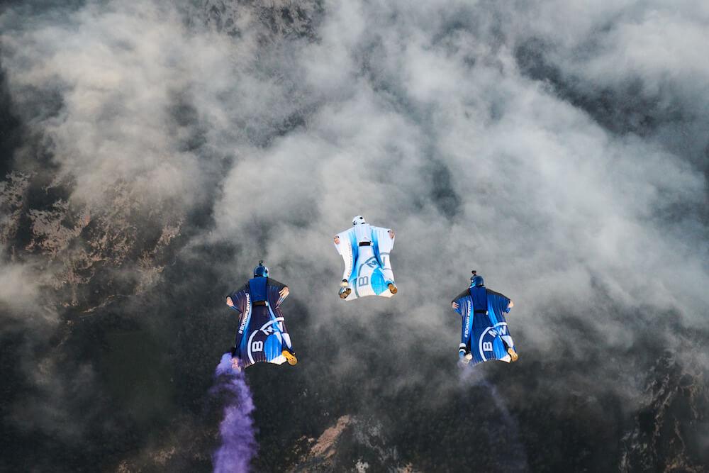 BMW i - elektromobilitás - repülés - szárnyas repülőruha